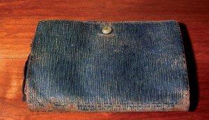 """""""Questo è il mio primo portafoglio che ha visto tanti suoi miracoli"""""""